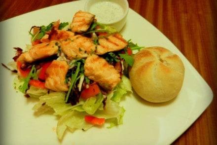 salatka-z-grillowanym-lososiem-u-mnie-czy-u-ciebie