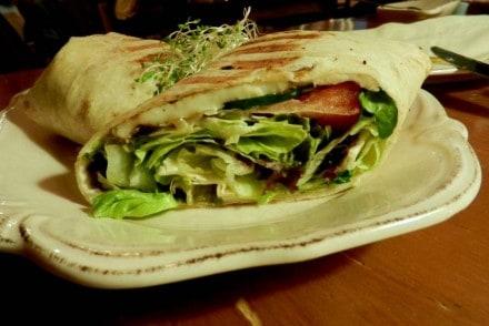 tortilla-z-grillowanym-serem-halloumi-patasie-radio