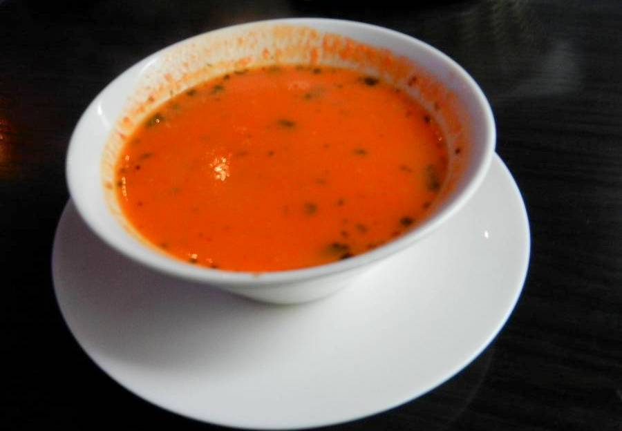 Shahi raj rasam - indyjska zupa pomidorowa z Shivaz