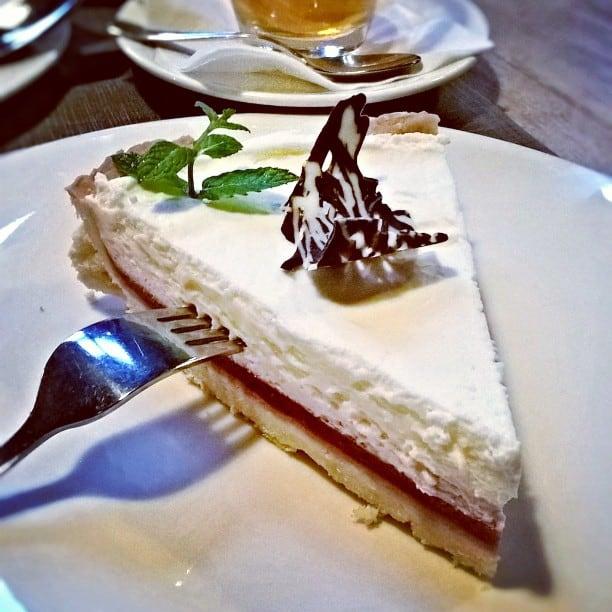 Tarta z truskawkami i musem z biaej czekolady Mio sihellip